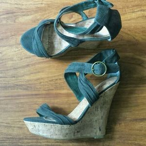 Dot Army Drab Green Platform Suede Wedges Size 9